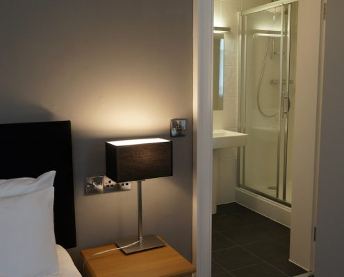 Twin room ensuite with shower